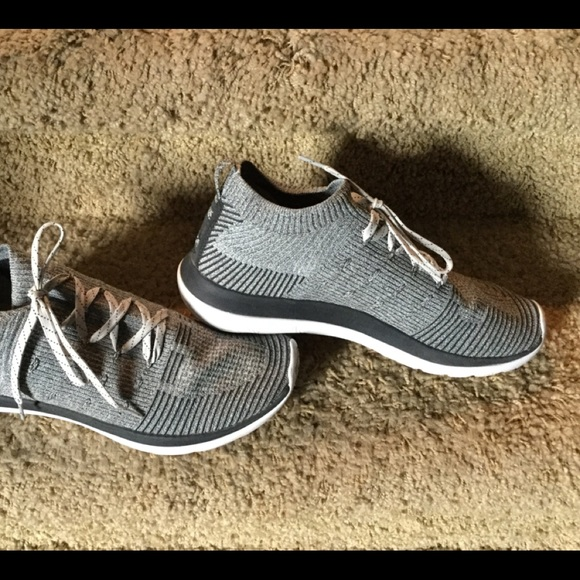 reputable site 1b266 7cb5a MEN'S SIZE 10 UNDER ARMOUR Run Strong